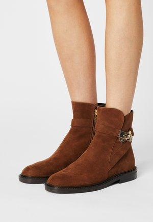 36 LOCK BOULEVARD - Classic ankle boots - cognac