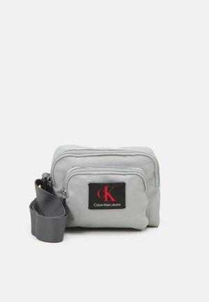 CAMERA BAG - Across body bag - stone grey