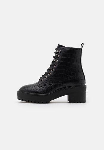 VMTESS BOOT WIDE FIT - Platform ankle boots - black