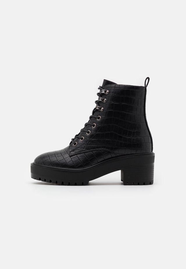 VMTESS BOOT WIDE FIT - Enkellaarsjes met plateauzool - black