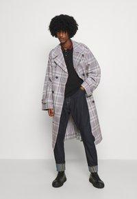 Vivienne Westwood - CLASSIC STRIPE COLLAR - Polo shirt - black - 5