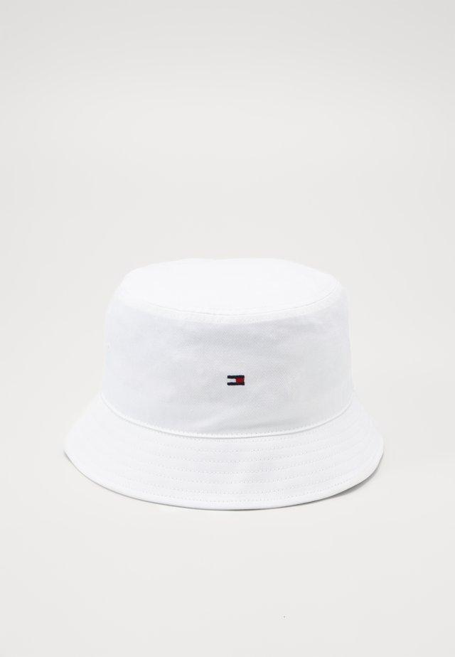 FLAG BUCKET HAT - Chapeau - white