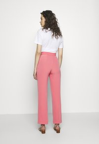 Progetto Quid - TROUSERS - Kalhoty - pink coral - 2