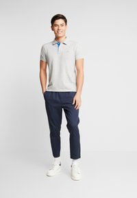 GANT - CONTRAST COLLAR RUGGER - Pikeepaita - light grey melange - 1