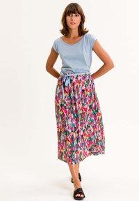 UVR Berlin - PALMIRAINA - A-line skirt - bunt mit floralem print - 1