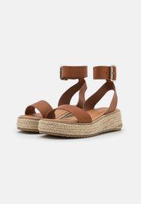 Emmshu - FABY - Korkeakorkoiset sandaalit - brown - 2