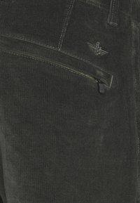 DOCKERS - SMART FLEX ALPHA SLIM - Spodnie materiałowe - gray woods - 2