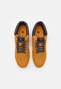 Lumberjack - WINTER CHUCK - Sneakers alte - yellow/dark brown - 3