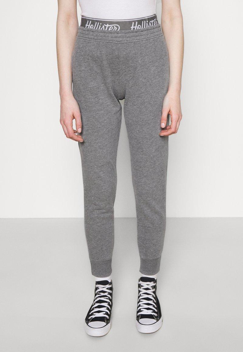 Hollister Co. - LOGO - Teplákové kalhoty - grey