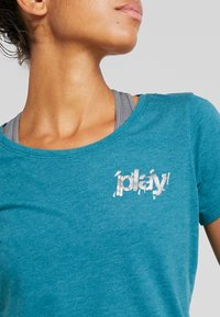 ONLY Play - ONPELECTRA REGULAR TEE - Print T-shirt - shaded spruce - 4