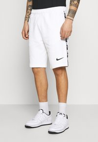 Nike Sportswear - REPEAT  - Shorts - white/black - 0
