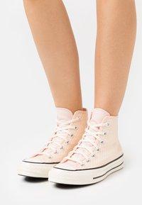 Converse - CHUCK 70 - Zapatillas altas - crimson tint/cantaloupe/egret - 0