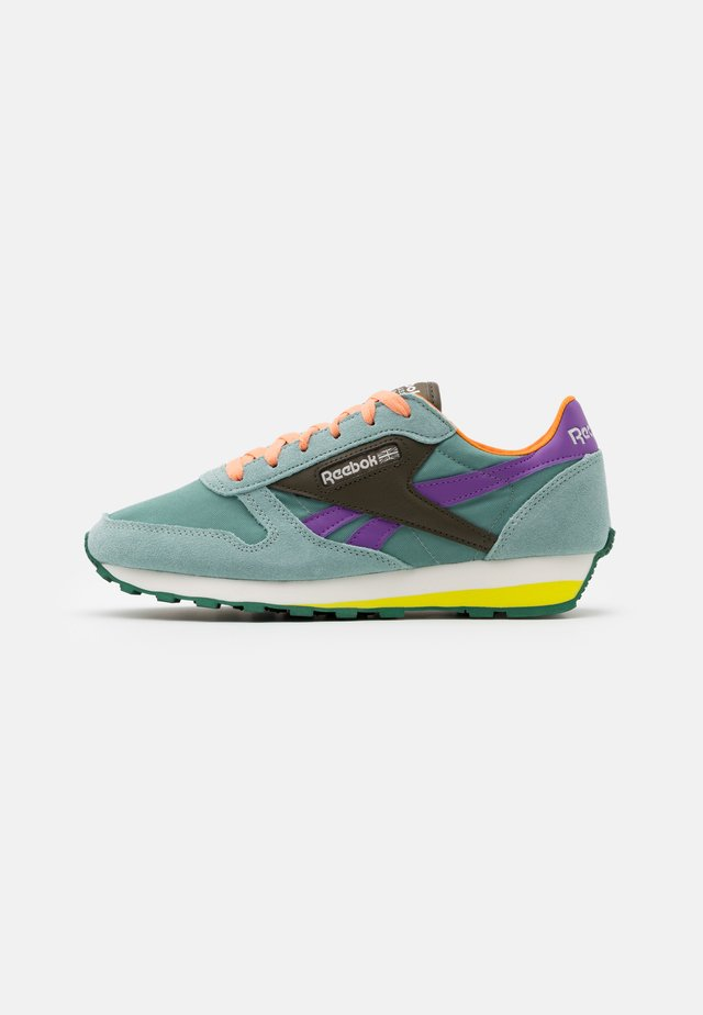 UNISEX - Sneakersy niskie - green slate/army green/major purple
