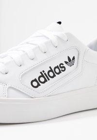 adidas Originals - SLEEK - Joggesko - footwear white/crystal white/core black - 2