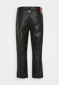 032c - WORK PANT - Kožené kalhoty - black - 7