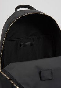 Tommy Hilfiger - POPPY BACKPACK - Reppu - black - 5