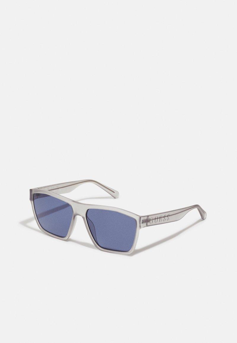 Guess - UNISEX - Sunglasses - matte crystal light grey/blue