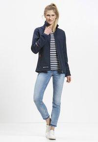 Whistler - Covina MIT WASSERDICHTER ZWISCHENMEMBRAN - Soft shell jacket - navy - 1