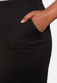 Ulla Popken - Pencil skirt - black - 2