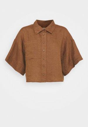 WELLIE LINEN SHIRT - Button-down blouse - raw umber