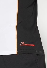 Mammut - SERTIG MEN - Print T-shirt - white/black/vibrant orange - 4