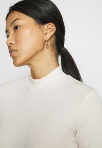 Calvin Klein Jeans - MOCK NECK TEE - Long sleeved top - soft cream - 3