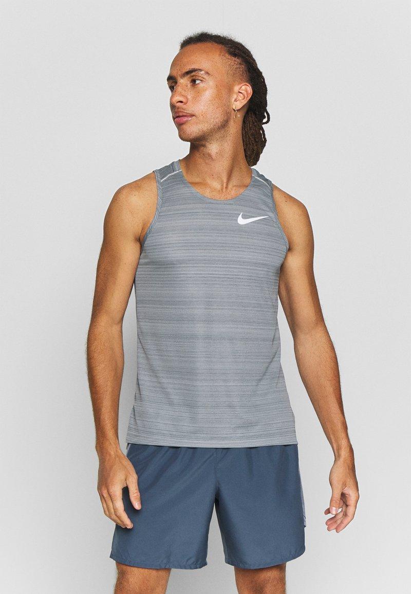 Nike Performance - DRY MILER TANK - Camiseta de deporte - smoke grey/reflective silver