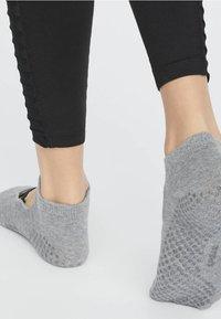 OYSHO - 2ER-PACK  - Sports socks - black - 1