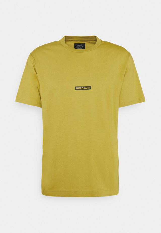 BOX LOGO TWIN - T-shirt con stampa - burnished gold