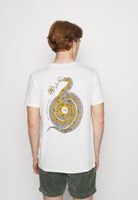 Quiksilver - CAUTIONARY TALE - Print T-shirt - antique white - 2