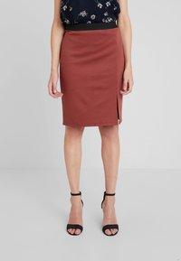 Vero Moda - VMARIANA SKIRT - Pencil skirt - mahogany - 0