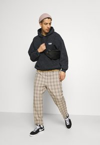 Vintage Supply - CASUAL CHECK TROUSER - Trousers - beige - 1
