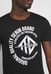 TOM TAILOR DENIM - Print T-shirt - black - 5