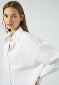 PULL&BEAR - Button-down blouse - white - 3