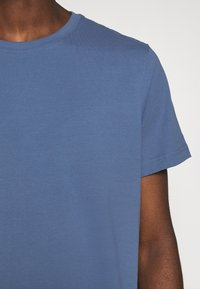 Weekday - RELAXED  - Basic T-shirt - blue - 6