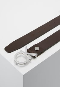 Calvin Klein - BUCKLE BELT - Pásek - brown - 2