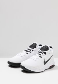 Nike Performance - NIKECOURT AIR MAX WILDCARD - Scarpe da tennis per tutte le superfici - white/black/bright crimson - 2