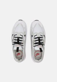 Nike Sportswear - AIR MAX INFINITY 2 - Trainers - white/black/university red/photon dust - 5