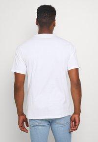 Converse - GLITTER PRIDE TEE - Print T-shirt - white - 2