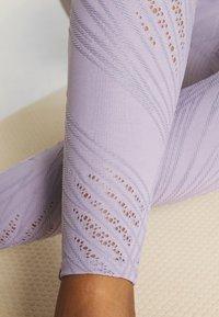 Onzie - SELENITE LEGGING - Legging - lavender gray - 4