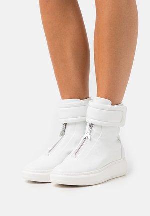 Vysoké tenisky - bianco