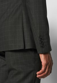 Isaac Dewhirst - CHECK SUIT SET - Garnitur - grey - 7