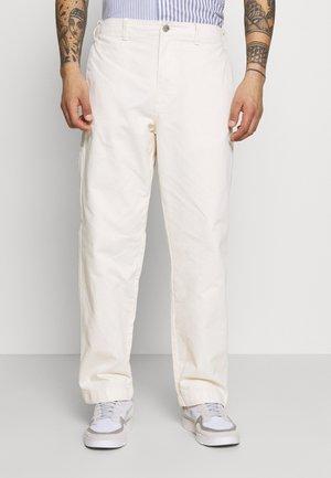 MARSHALL PANT - Pantalones chinos - sago