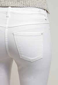 MAC Jeans - Dream Summer - Slim fit jeans - white - 5
