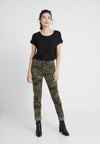 Cream - ANINA CARMU PANTS SHAPE - Slim fit jeans - sea green - 1