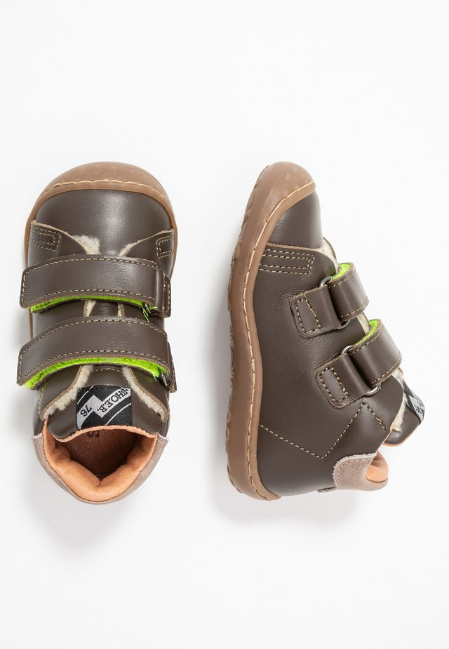 Baby shoes - strike verde