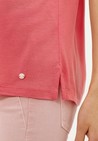 BRAX - STYLE COLETTE - Basic T-shirt - coral - 4