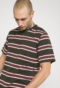 Dickies - LITHIA SPRINGS - Print T-shirt - olive green - 6