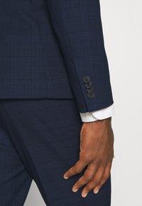 Isaac Dewhirst - BLUE CHECK - Kostym - blue - 12