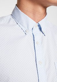Marc O'Polo - BUTTON DOWN SHORT SLEEVE TURNED UP ONE POCKET FACING AT PLACKET - Shirt - multi/serenity - 5